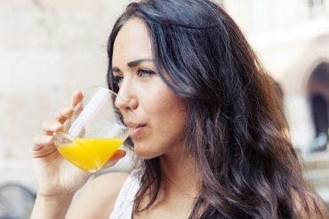 Άνοια: Ποιος χυμός μειώνει τον κίνδυνο στο μισό;