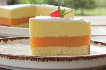 Δροσερή τούρτα με φρουτένια γεύση